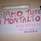 Lo striscione esposto al Centro Hurtado di Scampia