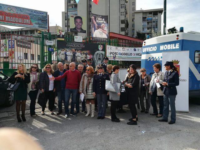 Il Camper Rosa contro la violenza sulle donne arriva a Scampia